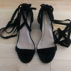 BAMBOO Shoes - Bamboo black velvet gladiator ribbon size 7.5